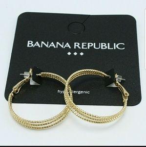 BANANA REPUBLIC MULTI HOOP EARRINGS